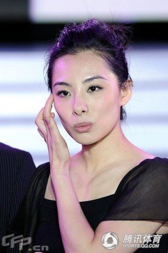 刘璇透视装尴尬 穿 摩天跟 高挑时尚
