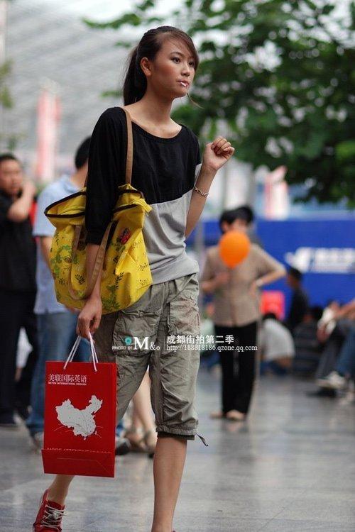 网友街拍对比成都重庆美女组图 南海网新闻