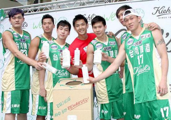 何守正_张惠妹男友何守正昨天20日在台北和台啤篮球