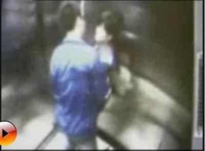 """继脱裤门,喂奶门后再曝""""初中门""""电梯[图]的那一年时光视频图片"""