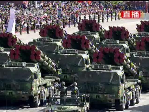 远程火箭炮方队_远程火箭炮方队正在通过天安门广场