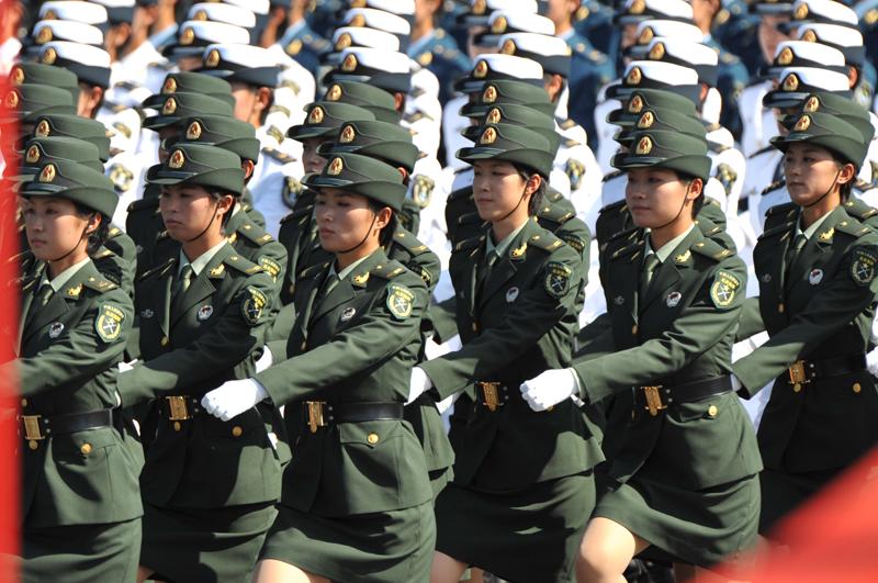 三军女兵方队是近代阅兵史上最大的方队[组图]