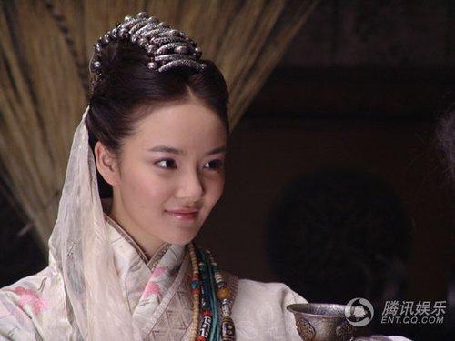《花木兰》情敌刘雨欣引关注 Vitas触电当仆人