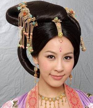 《宫心计》华丽发型 杨怡后宫妃嫔贵气逼人