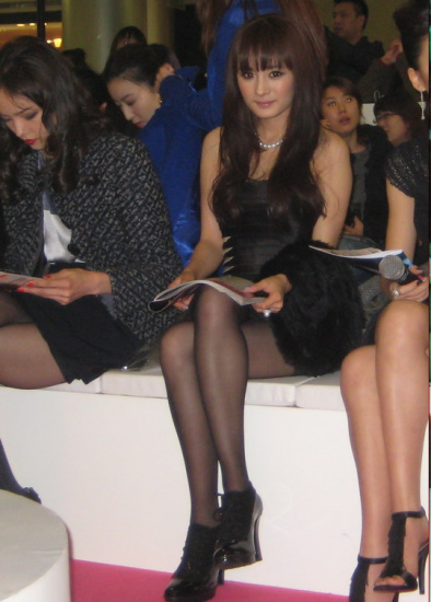 恋夜秀场和pad护士-杨幂与名模齐聚一堂   昨晚(12月4日),当红女星杨幂在上海出席了图片