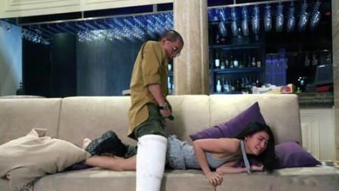 血腥变态强奸网_《葬礼楂fit人》中,曝光率还不高的青年演员黄榕被陈小春变态的强暴了