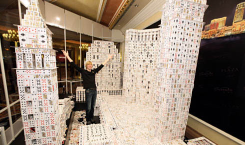 澳门诞生世界最大叠卡建筑 建筑为扑克搭成[图]图片