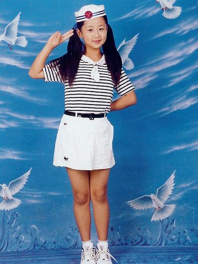 明星聚焦      网易娱乐3月16日报道 近期,一组童星杨紫的童年可爱