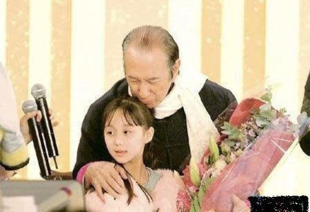 亚洲幼幼文学_赌王11岁幼女何超欣贵气亮相:我想要的都有