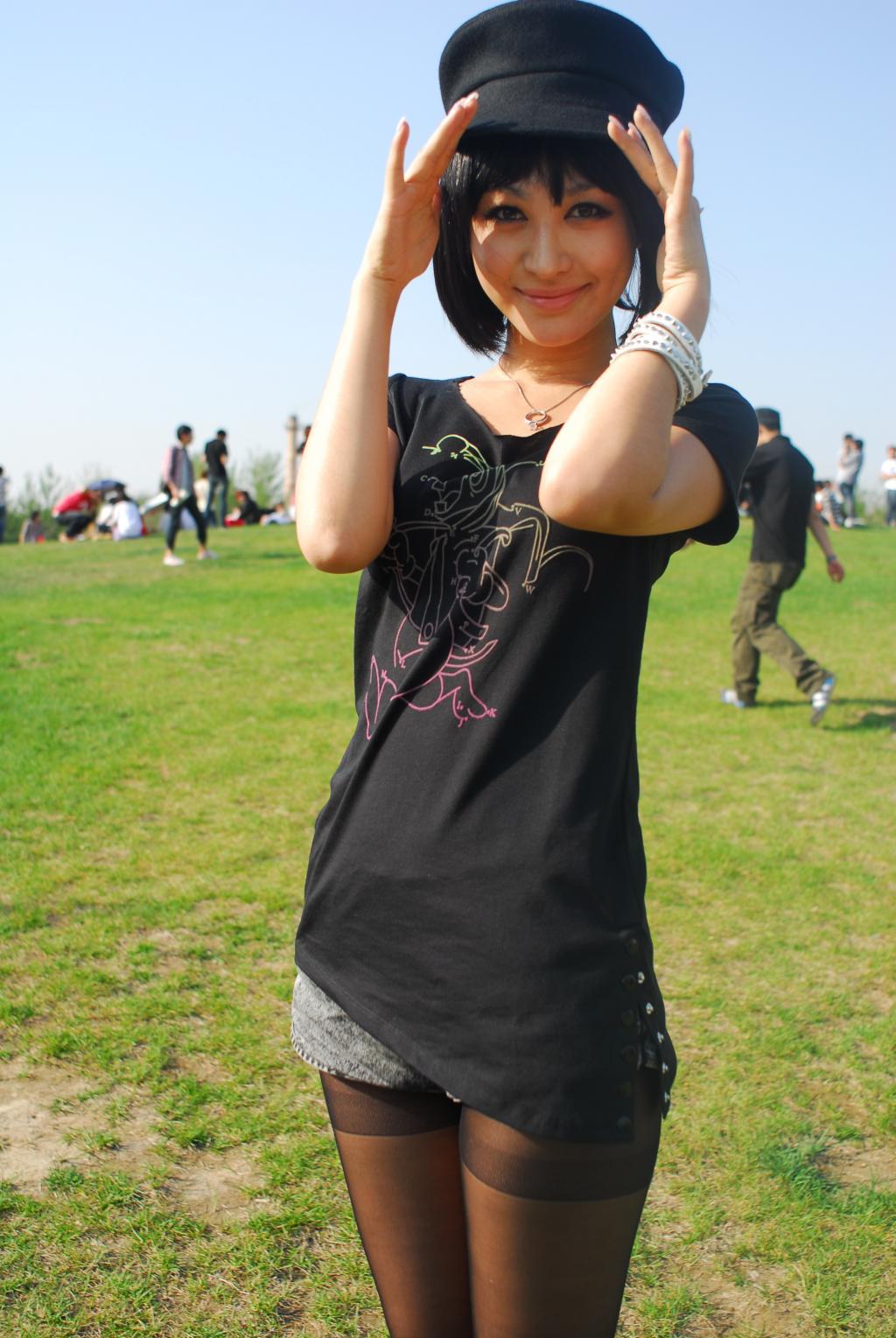 们期待已久的草莓音乐节在北京热闹开唱.李菲儿应某知名潮流
