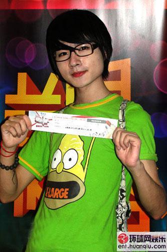 郑州的19岁男孩田雷-2010年选秀台上的 伪娘 全曝光