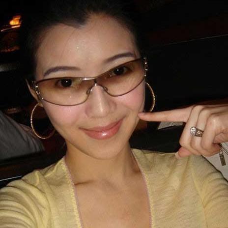 戴隐形眼镜眼镜红了