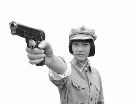 近日,周海媚在博客中贴上自己在电影《红军村》中扮演一名壮族女红军