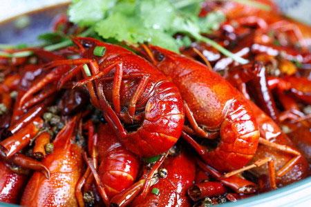 小龙虾一直是人们餐桌上的美食(资料图片)