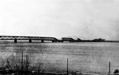 日本飞机此后常来骚扰但始终没有伤及大桥本身.