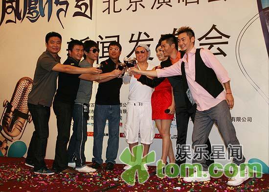 ...凤凰传奇北京演唱会的顶级班底由林春瑜、阿kenn、梅林组成...