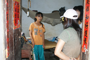 父母双亡 海口13岁女孩酱油拌饭吃养活两弟弟