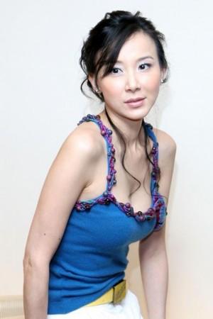 色情少妇骚穴_据说有一次连沐浴戏都拒绝,合约规定萧蔷有权拒拍色情暴力的镜头.