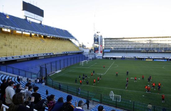 图文-西班牙队训练备战友谊赛 粉丝观看训练