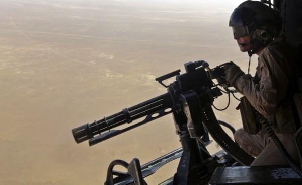 直升机上玩重机枪