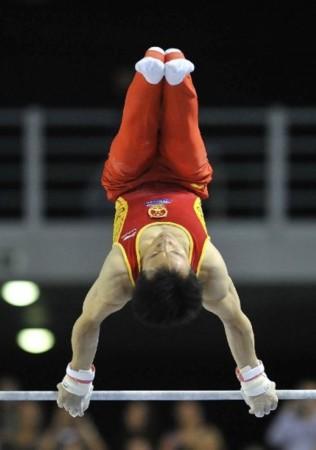 组图:体操世界杯根特站 中国选手郭伟阳获三金