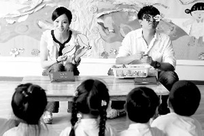 黄磊给小朋友上课