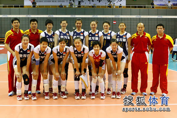 中国女排亚洲杯名单_图文:亚洲杯中国女排vs伊朗 中国女排12人合影