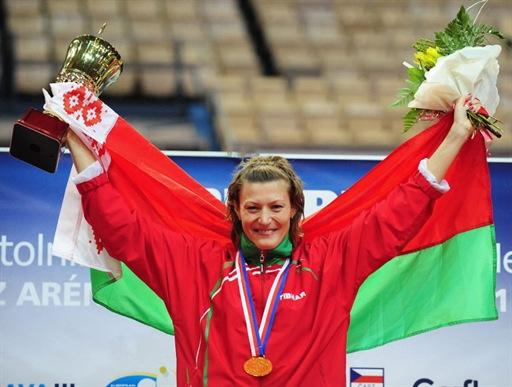 乒球欧锦赛女单帕夫洛维奇夺冠 披上国旗庆祝