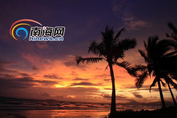 暴雨过后 海南三亚天空出现美丽晚霞[图]