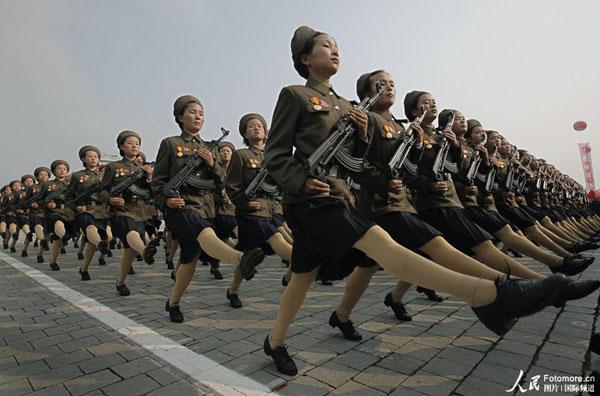 大韩女兵尴尬着装图片