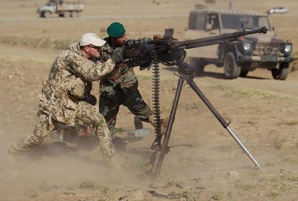 驻阿富汗德军试射德什卡重机枪