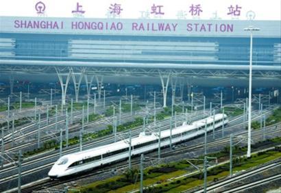记者从铁路上海站了解到,因沪杭高铁开通,铁路运行图将作调整,火车