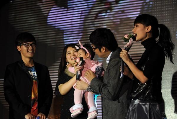 谁给书包减肥歌曲_据知情人士透露,尽管女儿周岁,但李湘宁可放弃减肥计划仍然坚持母乳喂