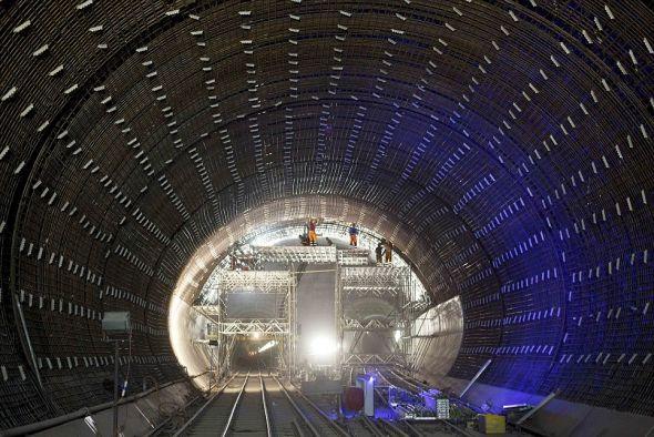 造价约6.24亿英镑.该工程共挖掘出大约4.59亿立方英尺(约合高清图片