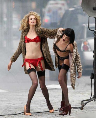 黑丝袜美女模特当街肉搏高清组图
