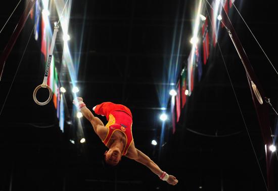 体操世锦赛男团中国夺冠 滕海滨吊环下法完美