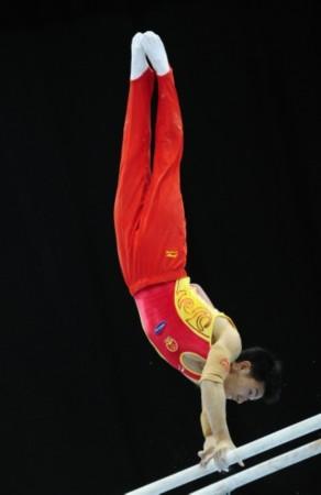 体操世锦赛男子全能决赛赛况 滕海滨姿势标准