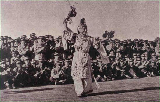 的著名豫剧演员常香玉为志愿军官兵演出 资料图片-图说60年前志愿