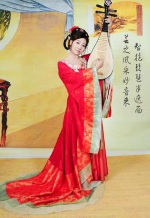古装美女抱琵琶手绘