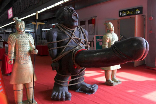 广州性文化节开锣v玩偶玩偶价值近10万好卖情趣用品那种图片