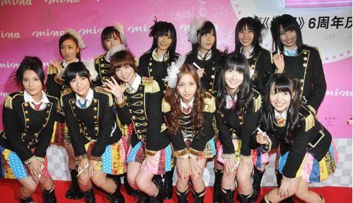 日本团体AKB48亮相 鲍蕾照顾女儿不开工_南海