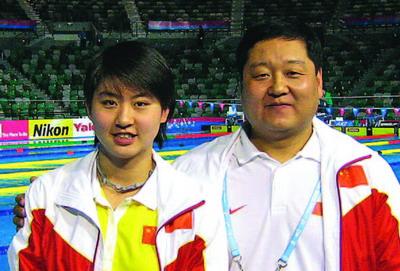资料图-中国游泳队教练员刘海涛 焦刘洋主管教练