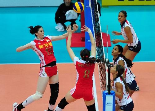图文:中国女排3-0多米尼加