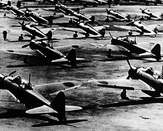 他见战友的飞机迫降后飞机损毁,知道在南京机场总共只剩10来架飞机了.