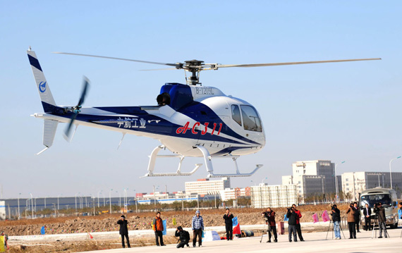 首飞结束后,中航工业直升机与贵阳市人民政府,天津市滨海新区公安局