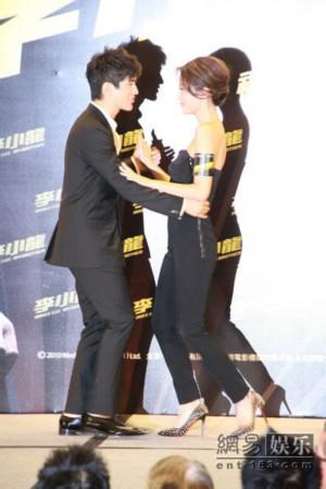 《李小龙》香港首映 李治廷谢婷婷现场共舞