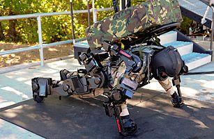 时代周刊2010军事类最佳发明 钢铁侠战衣 高清图片