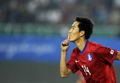 图文:男足1\/8决赛中国VS韩国 金正友庆祝进球