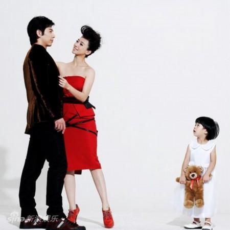 图文:翁虹全家写真-目睹幸福与甜蜜