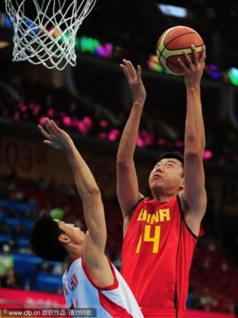 中国男篮VS朝鲜 大郅上篮
